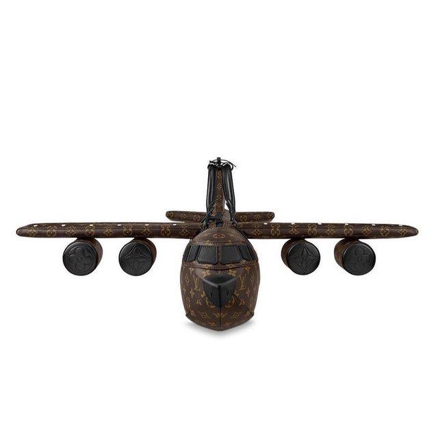 Túi xách hình máy bay giá 900 triệu VNĐ của Louis Vuitton bị cộng đồng mạng chê cười - Ảnh 2.