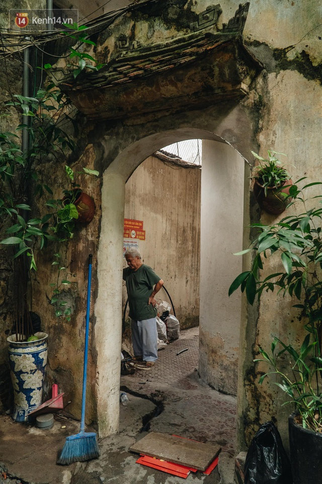 Ngôi nhà 80 năm tuổi, rộng gần 300m2 giữa phố cổ Hà Nội: Trả trăm tỷ không bán, bên trong có hầm chứa được 20 người - Ảnh 13.