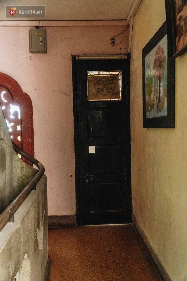 Ngôi nhà 80 năm tuổi, rộng gần 300m2 giữa phố cổ Hà Nội: Trả trăm tỷ không bán, bên trong có hầm chứa được 20 người - Ảnh 17.