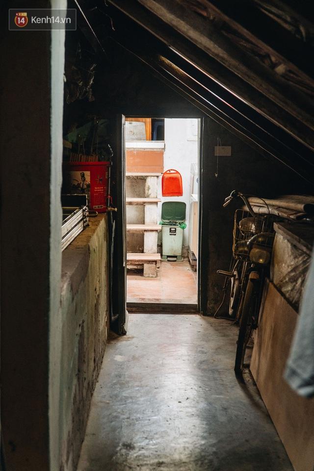 Ngôi nhà 80 năm tuổi, rộng gần 300m2 giữa phố cổ Hà Nội: Trả trăm tỷ không bán, bên trong có hầm chứa được 20 người - Ảnh 32.