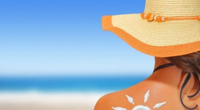 Du lịch biển mùa hè: Bảo vệ da và tóc khi đi bơi thế nào mới đúng? - Ảnh 2.