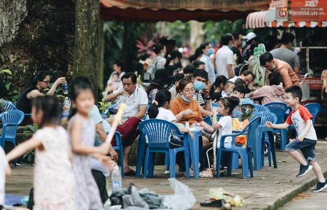 Ảnh: Biển người chật kín từ trong ra ngoài ở Thảo Cầm Viên Sài Gòn ngày giỗ Tổ Hùng Vương - Ảnh 17.