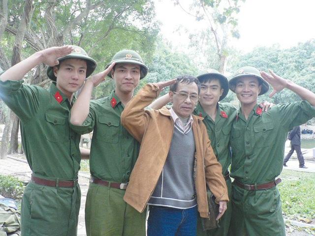 Hoàng Nhuận Cầm qua đời: Bác sĩ Hoa súng đại náo gặp nhau cuối tuần, chữa loạt căn bệnh oái oăm - Ảnh 2.