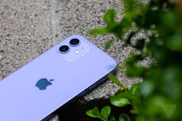 Cận cảnh iPhone 12 màu tím mộng mơ - Ảnh 2.