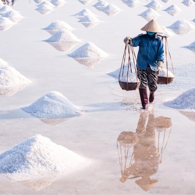 Hè mới lạ của giới trẻ: Trải nghiệm hương mặn mà với 4 cánh đồng muối cực đẹp ở miền Trung - Ảnh 4.