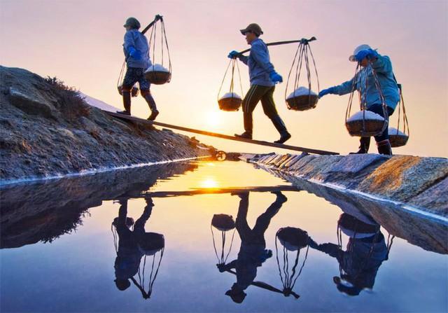 Hè mới lạ của giới trẻ: Trải nghiệm hương mặn mà với 4 cánh đồng muối cực đẹp ở miền Trung - Ảnh 2.