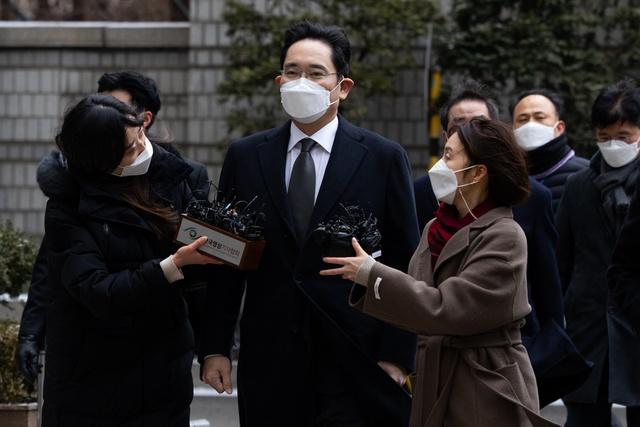 Kế hoạch trả khoản thuế thừa kế 11 tỷ USD của gia tộc Samsung: Hiến tặng 1 nghìn tỷ won trang thiết bị y tế và 23.000 tác phẩm nghệ thuật cho chính phủ - Ảnh 1.