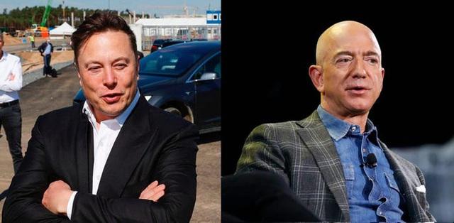"""Elon Musk chế nhạo Jeff Bezos: """"Mãi không dựng lên được"""" - Ảnh 1."""