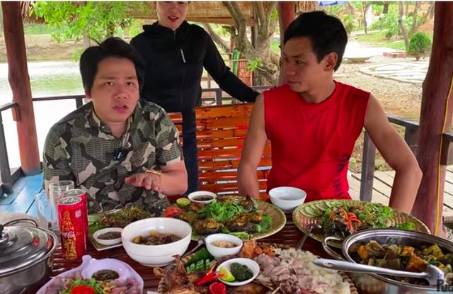 Khoa Pug tuyên bố làm video cuối cùng ở Việt Nam, khẳng định tiền bạc không thành vấn đề, các bạn thích là mình chiều : Chuyện gì đã xảy ra? - Ảnh 1.