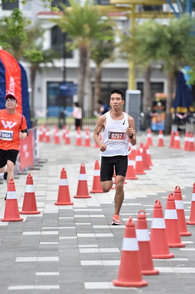 Cặp đôi nhà vô địch ở giải chạy Phu Quoc WOW Island Race 2021: Cung đường đạt 9/10 về độ đẹp, còn độ lãng mạn phải 11/10 - Ảnh 2.