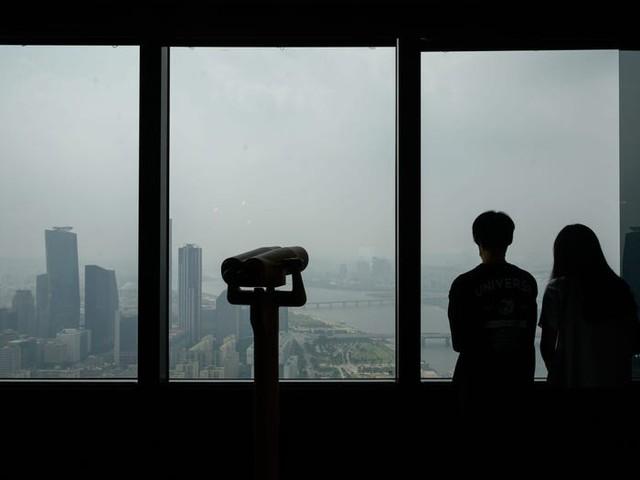 Người Hàn phải cưới chui, giả vờ độc thân để được ở trong danh sách mua nhà giá rẻ của chính phủ - Ảnh 1.