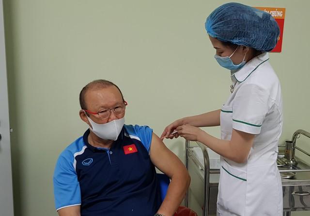 Hình ảnh đầu tiên HLV Park Hang Seo sau khi tiêm vắc xin COVID-19 - Ảnh 1.
