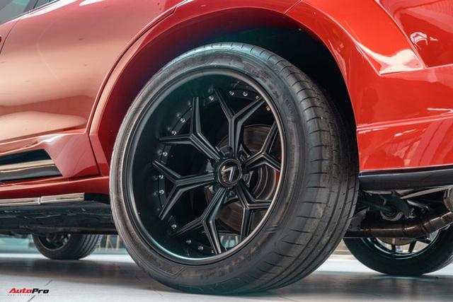 Chủ xe Bình Phước chi hàng trăm triệu độ VinFast Lux SA2.0: Ngoại hình như siêu SUV, công suất tăng 32 mã lực, riêng bộ mâm 100 triệu đồng - Ảnh 14.