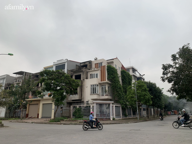 Cận cảnh khu biệt thự ma ở Hà Nội: Xuống cấp trầm trọng sau 10 năm bỏ hoang nhưng vẫn hét giá trên trời, đứng trước nguy cơ thu hồi vì CĐT nợ thuế nghìn tỷ - Ảnh 7.