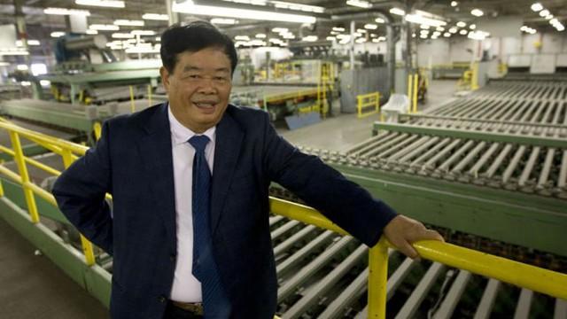 Quyên góp 1,8 tỷ USD làm từ thiện, vị tỷ phú Trung Quốc nhất quyết để quý tử đi làm công nhân - Ảnh 1.