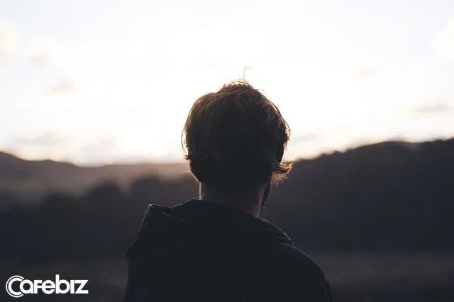 Nỗi buồn của đàn ông: Có những người bằng tuổi hoặc nhỏ hơn mình NHƯNG giỏi giang và kiếm tiền nhiều hơn mình!  - Ảnh 2.
