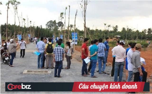 GS Đặng Hùng Võ hiến kế chặn sốt đất: Cấm chuyển nhượng, đánh thuế cao người mua đất nền mà không xây nhà - Ảnh 2.