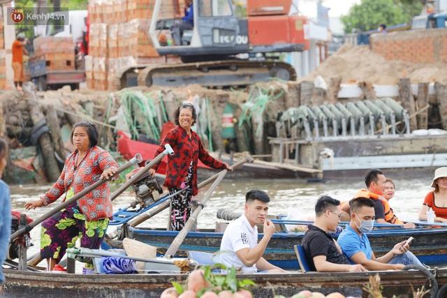 Về chợ nổi Cái Răng ăn bún di động trên sông, vừa được karaoke khuyến mãi: Hát hay hơn chủ là khỏi trả tiền - Ảnh 27.
