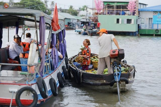 Về chợ nổi Cái Răng ăn bún di động trên sông, vừa được karaoke khuyến mãi: Hát hay hơn chủ là khỏi trả tiền - Ảnh 5.