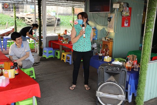 Về chợ nổi Cái Răng ăn bún di động trên sông, vừa được karaoke khuyến mãi: Hát hay hơn chủ là khỏi trả tiền - Ảnh 8.