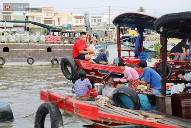 Về chợ nổi Cái Răng ăn bún di động trên sông, vừa được karaoke khuyến mãi: Hát hay hơn chủ là khỏi trả tiền - Ảnh 10.