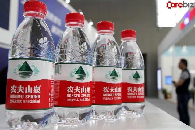 Một tay bán thực phẩm chức năng, một tay bán nước thành người giàu có nhất, vị tỷ phú này dựa vào cái gì vượt qua Jack Ma ở thị trường Trung Quốc? - Ảnh 1.