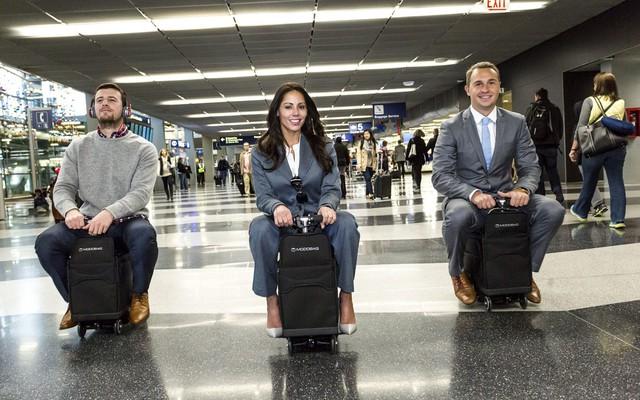 """3 mẫu vali """"biết đi"""" đúng nghĩa đen giá chỉ từ 9,9 triệu đồng, hè này vi vu ắt nhàn nhã hơn bội phần! - Ảnh 4."""