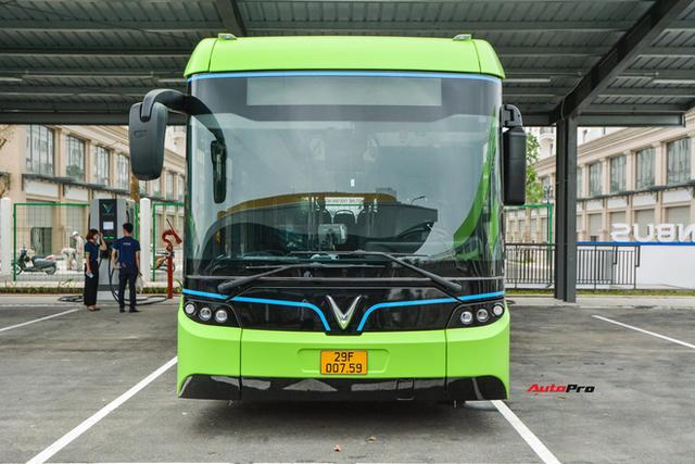 Nhiều tính năng thông minh, tự nâng/hạ gầm, WiFi miễn phí, giá như buýt thường - Ảnh 2.