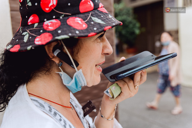 Ảnh, clip: Gặp cô Tây xinh đẹp bán bánh kem dạo mưu sinh trên đường phố Sài Gòn - Ảnh 21.