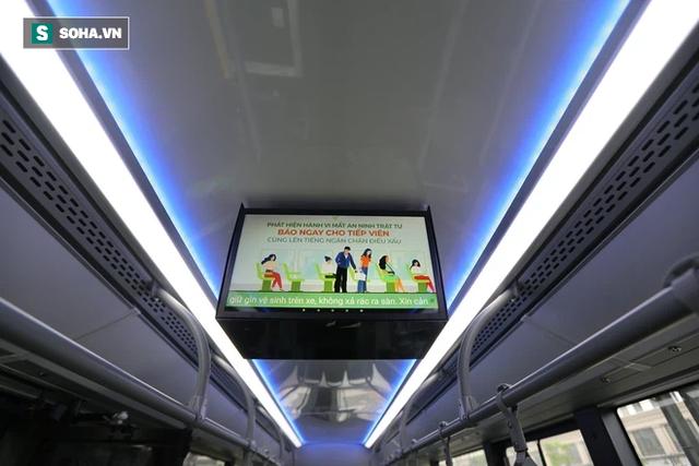 Xe buýt điện VinBus chính thức lăn bánh: Người dân hào hứng đi thử - Ảnh 6.
