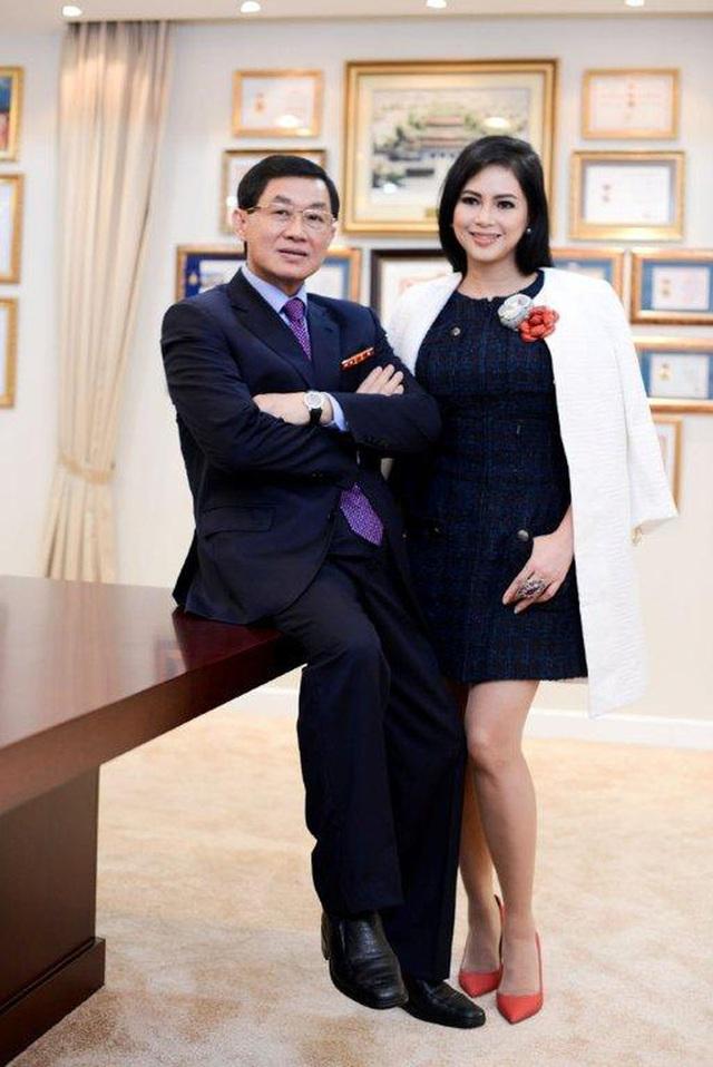 Tỷ phú Johnathan Hạnh Nguyễn từng yêu điên cuồng: Đi mọi chuyến bay mà vợ làm tiếp viên, vé có thể lấp đầy cả một căn phòng lớn - Ảnh 7.