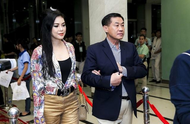 Tỷ phú Johnathan Hạnh Nguyễn từng yêu điên cuồng: Đi mọi chuyến bay mà vợ làm tiếp viên, vé có thể lấp đầy cả một căn phòng lớn - Ảnh 8.