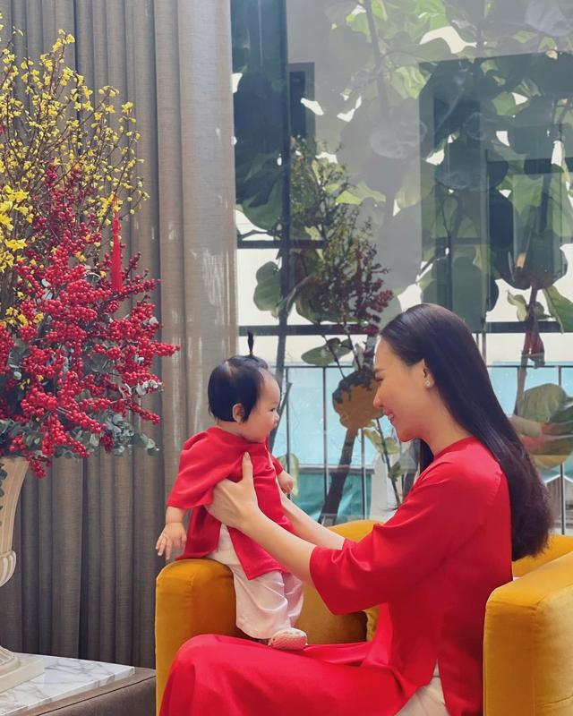 """Cuộc sống """"bỉm sữa"""" của Cường Đô La và Đàm Thu Trang: Từ tay chơi """"siêu xe"""" có tiếng đến ông bố """"quần đùi, áo phông"""" chăm con thay vợ - Ảnh 13."""