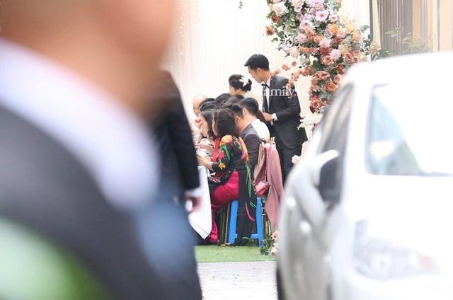 Toàn cảnh tại đám hỏi của Xuân Trường, an ninh cực gắt, dàn bảo vệ nhất định bật đèn flash để tránh bị chụp hình - Ảnh 5.