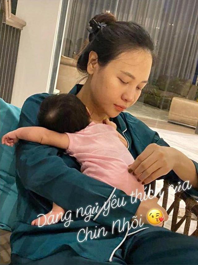 """Cuộc sống """"bỉm sữa"""" của Cường Đô La và Đàm Thu Trang: Từ tay chơi """"siêu xe"""" có tiếng đến ông bố """"quần đùi, áo phông"""" chăm con thay vợ - Ảnh 10."""
