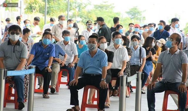Ảnh: Nhiều F0 đi qua sân bay, Đà Nẵng xét nghiệm Covid-19 cho 2.000 cán bộ, nhân viên - Ảnh 12.
