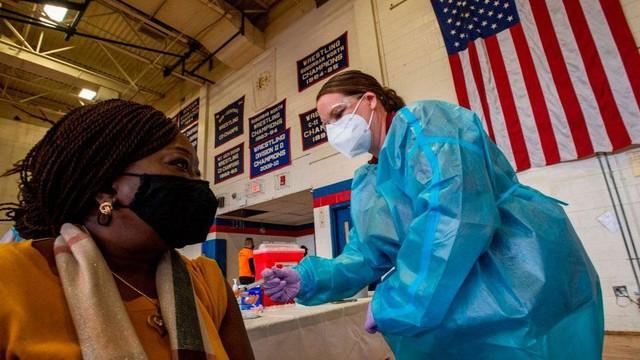 Tích trữ số liều đủ tiêm cho gấp 2 lần dân số, Mỹ đang đau đầu vì thừa vaccine Covid-19? - Ảnh 2.