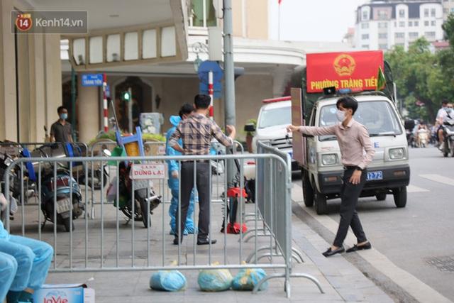 Đôi vợ chồng ở quận Thanh Xuân dương tính SARS-CoV-2: Từng du lịch Đà Nẵng, khám ở BV Hữu Nghị, chơi golf, dự đại hội cổ đông và rất nhiều cuộc họp - Ảnh 7.
