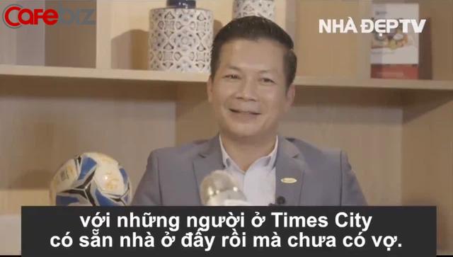 Trước khi đùa khiếm nhã Sạch - Xanh - Xinh là Xong, Shark Hưng từng tư vấn bạn gái trẻ lương 5 triệu muốn mua nhà Times City: Sắm đồ bơi đẹp, đi cà phê, tiếp cận người có sẵn nhà ở đó... - Ảnh 1.