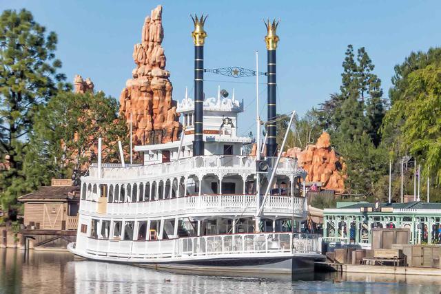 14 bí mật siêu thú vị về những điểm tham quan nổi tiếng nhất của Disneyland - Ảnh 12.