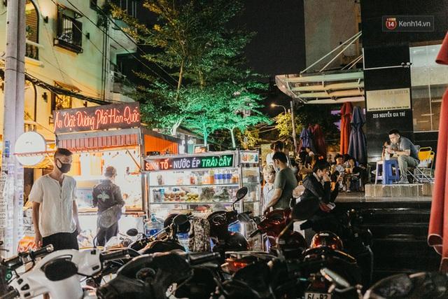 5 điểm tụ tập nổi tiếng của giới trẻ Sài Gòn giờ ra sao giữa mùa dịch: Nơi vắng lặng hơn hẳn, chỗ vẫn tấp nập như thường - Ảnh 12.