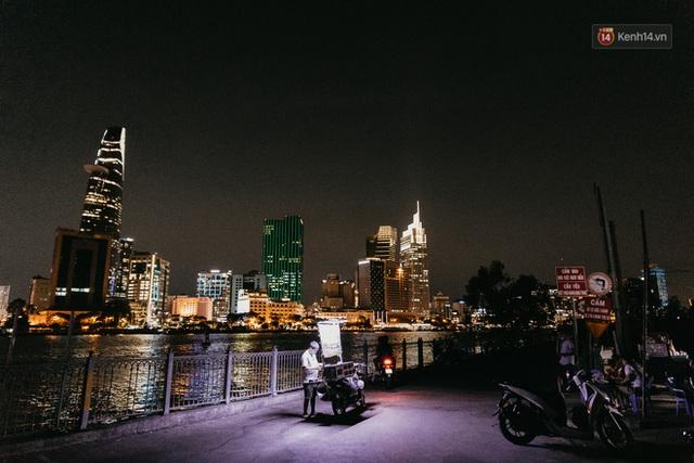 5 điểm tụ tập nổi tiếng của giới trẻ Sài Gòn giờ ra sao giữa mùa dịch: Nơi vắng lặng hơn hẳn, chỗ vẫn tấp nập như thường - Ảnh 14.