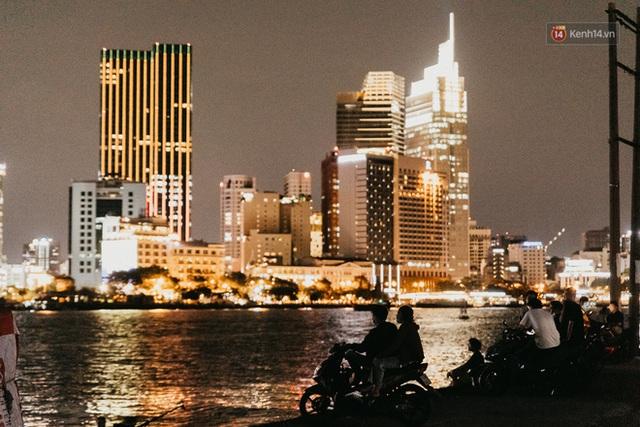 5 điểm tụ tập nổi tiếng của giới trẻ Sài Gòn giờ ra sao giữa mùa dịch: Nơi vắng lặng hơn hẳn, chỗ vẫn tấp nập như thường - Ảnh 16.