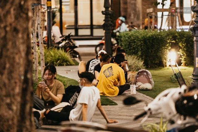 5 điểm tụ tập nổi tiếng của giới trẻ Sài Gòn giờ ra sao giữa mùa dịch: Nơi vắng lặng hơn hẳn, chỗ vẫn tấp nập như thường - Ảnh 28.