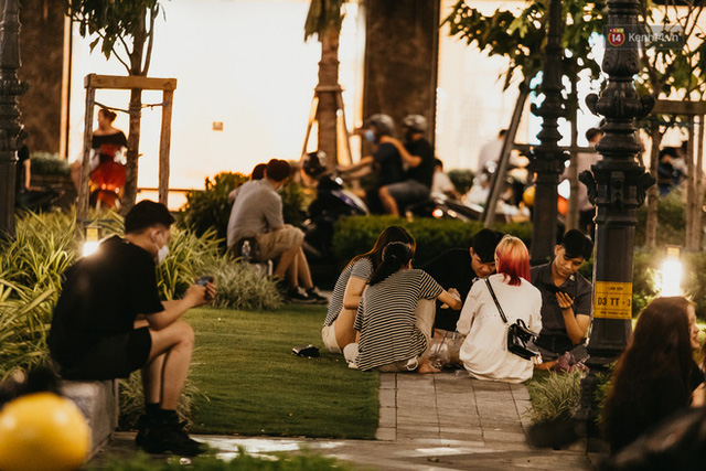 5 điểm tụ tập nổi tiếng của giới trẻ Sài Gòn giờ ra sao giữa mùa dịch: Nơi vắng lặng hơn hẳn, chỗ vẫn tấp nập như thường - Ảnh 29.