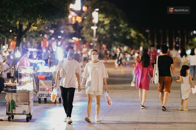 5 điểm tụ tập nổi tiếng của giới trẻ Sài Gòn giờ ra sao giữa mùa dịch: Nơi vắng lặng hơn hẳn, chỗ vẫn tấp nập như thường - Ảnh 32.