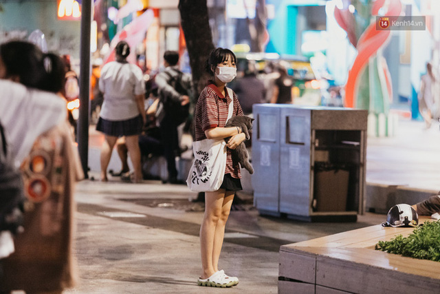 5 điểm tụ tập nổi tiếng của giới trẻ Sài Gòn giờ ra sao giữa mùa dịch: Nơi vắng lặng hơn hẳn, chỗ vẫn tấp nập như thường - Ảnh 34.