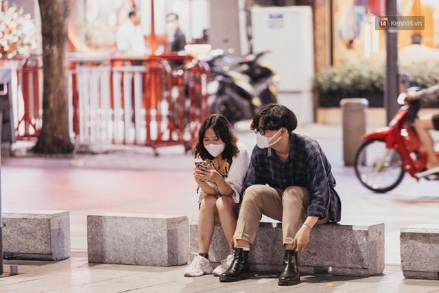 5 điểm tụ tập nổi tiếng của giới trẻ Sài Gòn giờ ra sao giữa mùa dịch: Nơi vắng lặng hơn hẳn, chỗ vẫn tấp nập như thường - Ảnh 36.