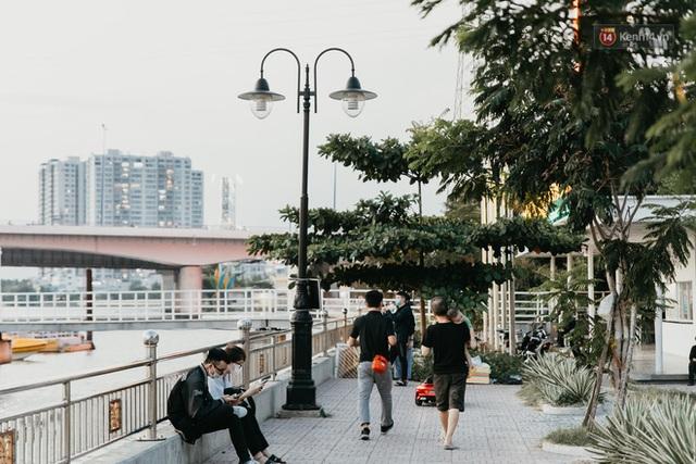 5 điểm tụ tập nổi tiếng của giới trẻ Sài Gòn giờ ra sao giữa mùa dịch: Nơi vắng lặng hơn hẳn, chỗ vẫn tấp nập như thường - Ảnh 7.