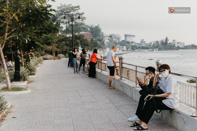 5 điểm tụ tập nổi tiếng của giới trẻ Sài Gòn giờ ra sao giữa mùa dịch: Nơi vắng lặng hơn hẳn, chỗ vẫn tấp nập như thường - Ảnh 8.